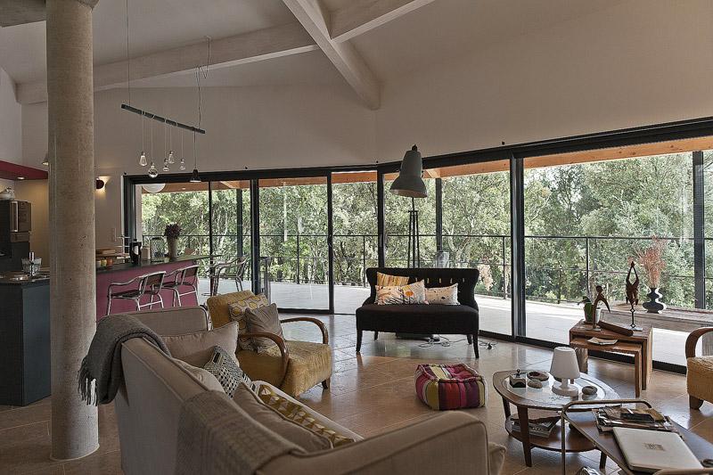 Cette maison de vacances ind pendante est situ e en for Salon ouvert sur terrasse