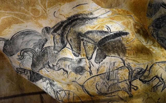 panneau-des-4-chevaux-Caverne-Pont-darc-Thomas-Dudzinski-645x400